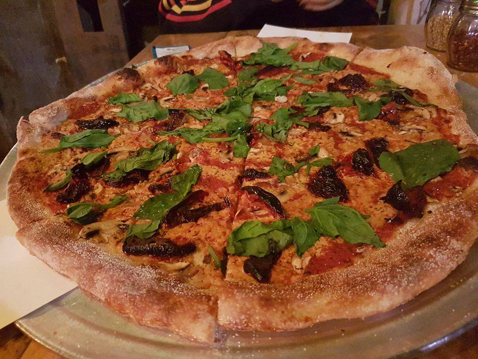 Vegan Restaurant Tel Aviv - The green cat pizza